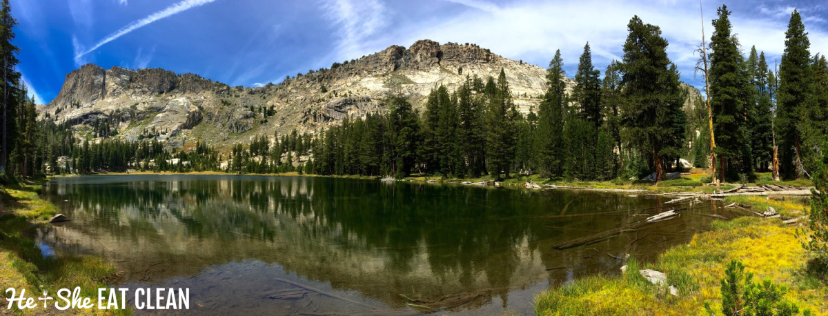 lake with green trees and large mountain in the background: High Sierra lake in the Ten Lakes Basin