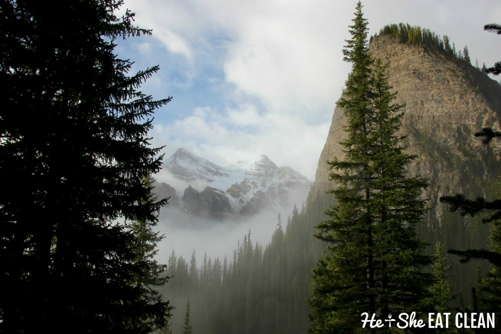 landscape photo of snow capped mountains and the upper beehive in Banff National Park